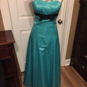 Green satin long evening gown size 3/4 juniors